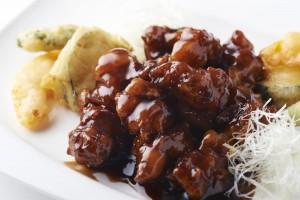 人気の「黒酢の酢豚」